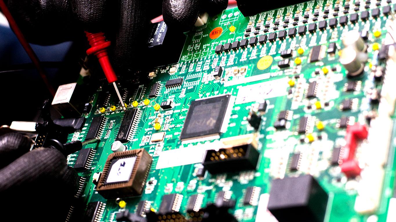 Única do Ceará com laboratório próprio para recuperação de placas e componentes eletrônicos, coordenado por engenheiro mecatrônico